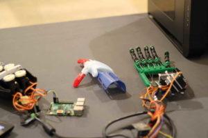 Robotizált kezek a HURBA 2018 novemberi meetupján.
