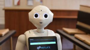 Pepper típusú humanoid robot a BMC rendelőben, 2020 áprilisában.