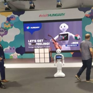 Pepper robot a magyar pavilonban